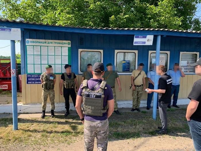 Взятки на границе. СБУ в Одесской области задержала пограничников и таможенников (ФОТО) 1