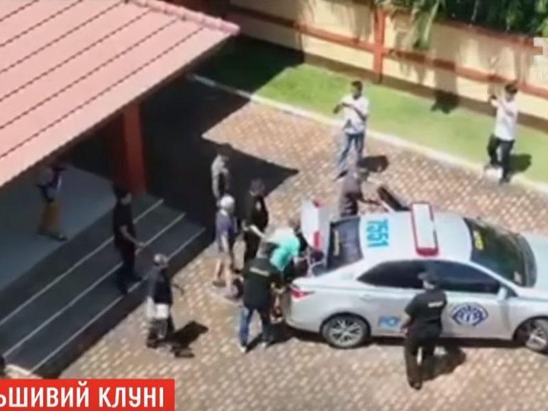 За ним охотились 9 лет. В Таиланде арестовали мужчину, выдававшего себя за Джорджа Клуни (ВИДЕО)