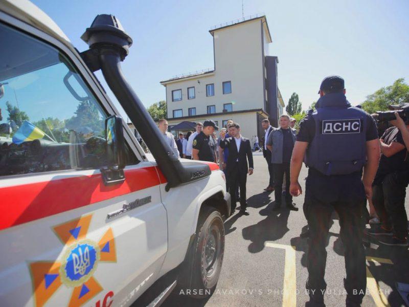 Зеленский с Аваковым открыли в Мариуполе центр разминирования (ФОТО)