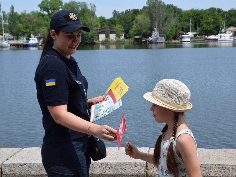 Во время невероятной жары. Николаевские спасатели напомнили горожанам правила безопасного отдыха у воды (ФОТО)