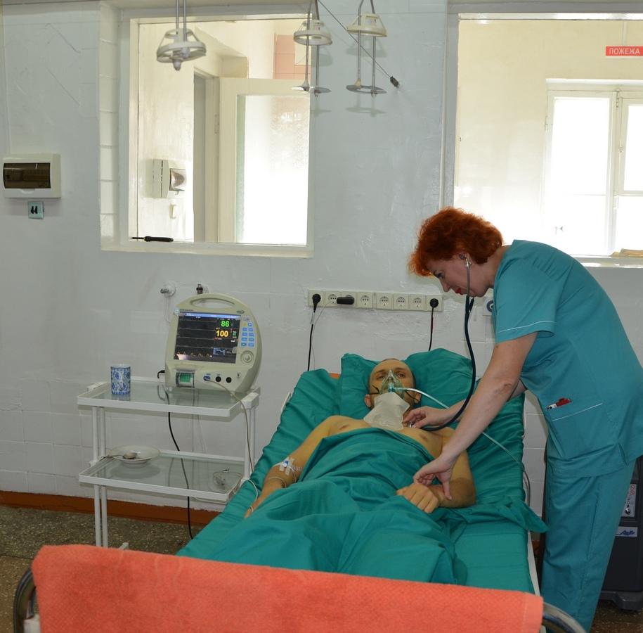 НГЗ - медикам. Инфекционная больница получила кислородный концентратор, а ЦПМСП №7 - 100 тыс. грн. 1