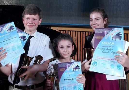 Юные николаевские пианисты стали призерами Международного конкурса «Классическая музыка лета» (ФОТО)