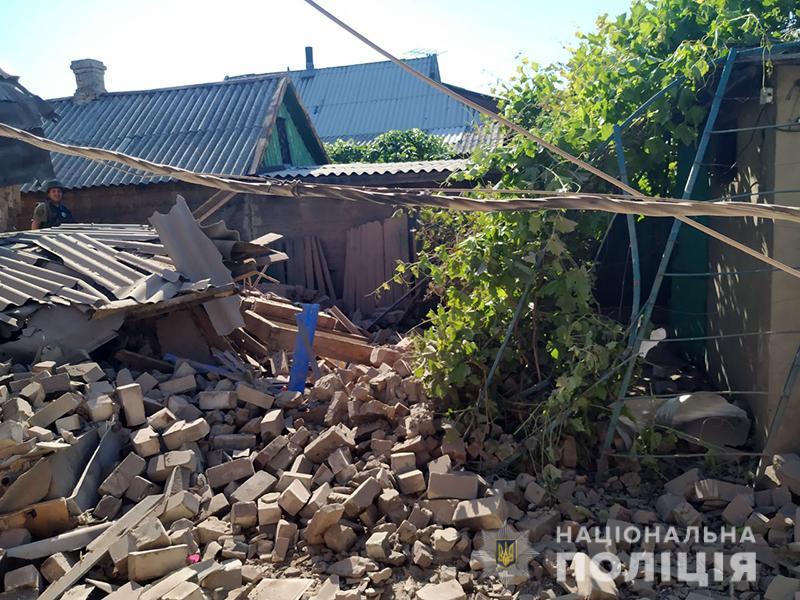 В Марьинке из-за обстрела боевиков травмированы две женщины, пенсионер и ребенок (ФОТО)