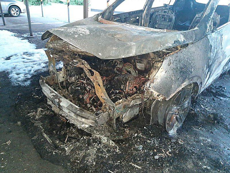 В Николаеве сожгли автомобиль начальника локомотивного депо