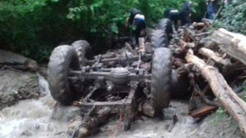 На Закарпатье лесовоз упал в реку: погибли пять человек
