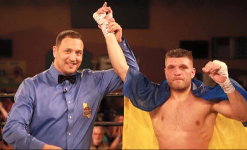 Мексиканец Альварес отказался от боя с николаевским боксером Сергеем Деревянченко