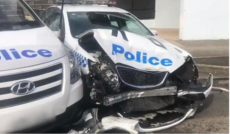Судьба: автомобиль с более чем 270 кг метамфетамина врезался в припаркованное на обочине полицейское авто (ВИДЕО)