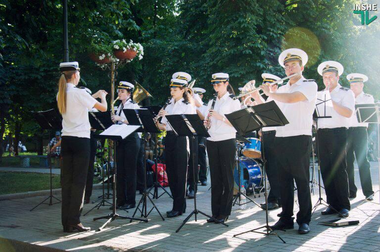 «Аперитив» ко Дню ВМС: завтра в Николаеве военный оркестр даст 7 мини-концертов