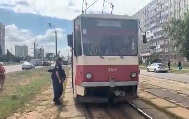 В Киеве у трамвая отказали тормоза: люди выпрыгивали на ходу