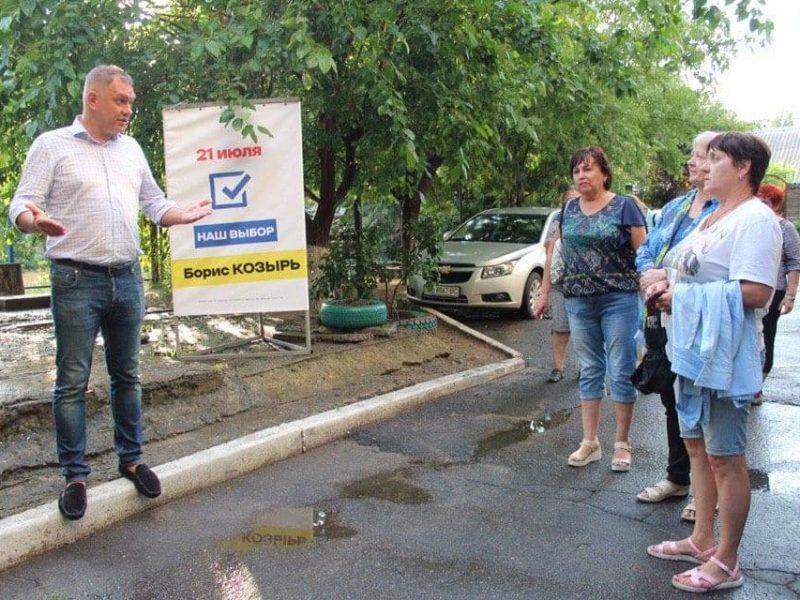 «Раз он пообещал – значит сделает», – жители Заводского района на встречах с Козырем (ФОТО)