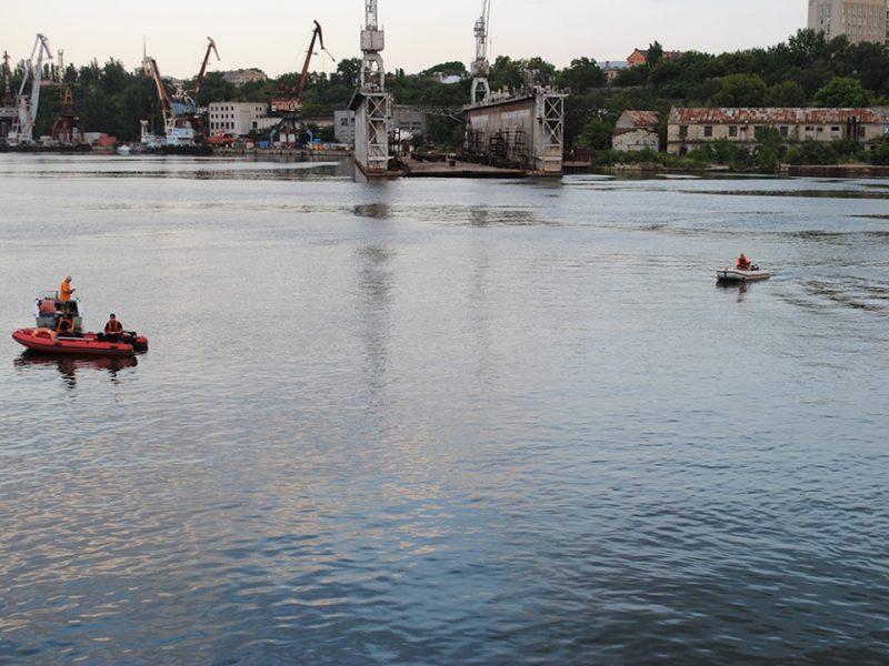 Спасатели нашли тело мужчины, утонувшего в Николаеве возле пешеходного моста