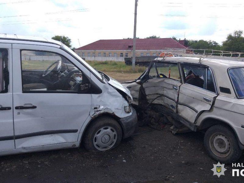 На Николаевщине несовершеннолетний водитель попал в аварию: кроме него, пострадали еще трое детей