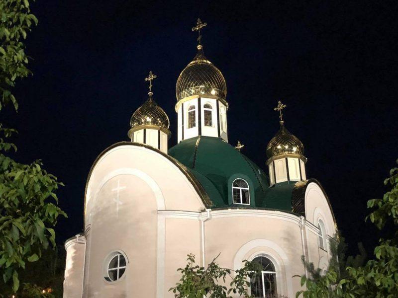 Более комфортно и безопасней по вечерам. На Спасском спуске старые лампы заменили на LED-светильники (ФОТО)