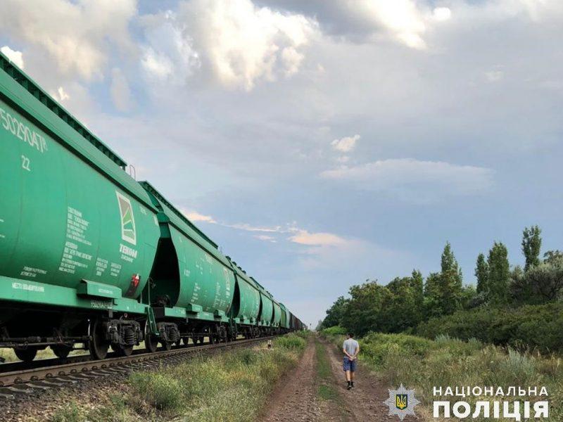 Двух жителей Николаева задержали за регулярные кражи топлива на железной дороге. Их поймали «на горячем» (ФОТО)