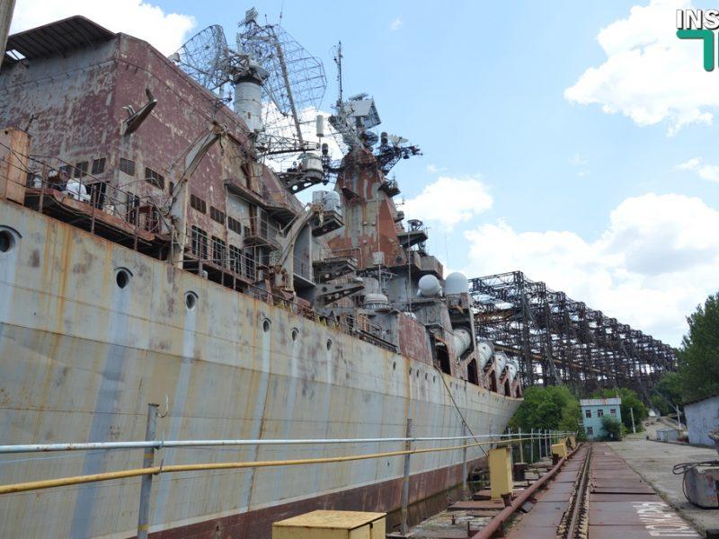 Полторак предложил Зеленскому демилитаризировать крейсер «Украина», а президент пообещал заводчанам рассчитаться с долгами по зарплате (ФОТО, ВИДЕО)
