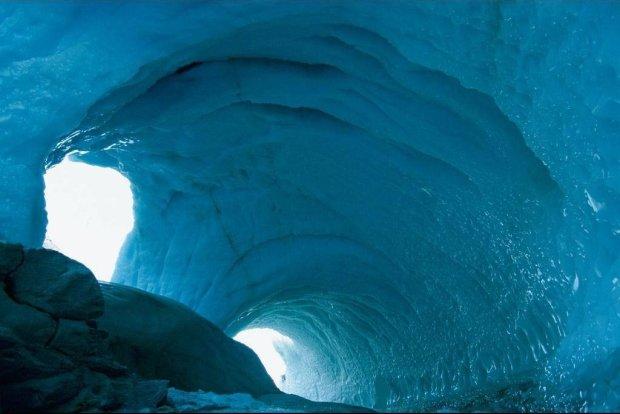 В Антарктиде обнаружили теплые пещеры в глубине материка
