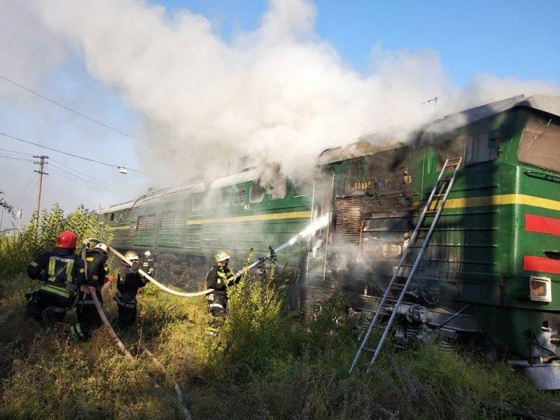 На вокзале Николаева загорелся локомотив Интерсити «Херсон-Киев» (ФОТО, ВИДЕО)