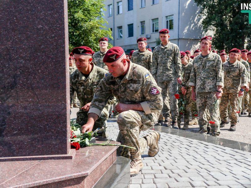 Отвага и честь. Николаевские десантники почтили память погибших собратьев (ФОТО, ВИДЕО)