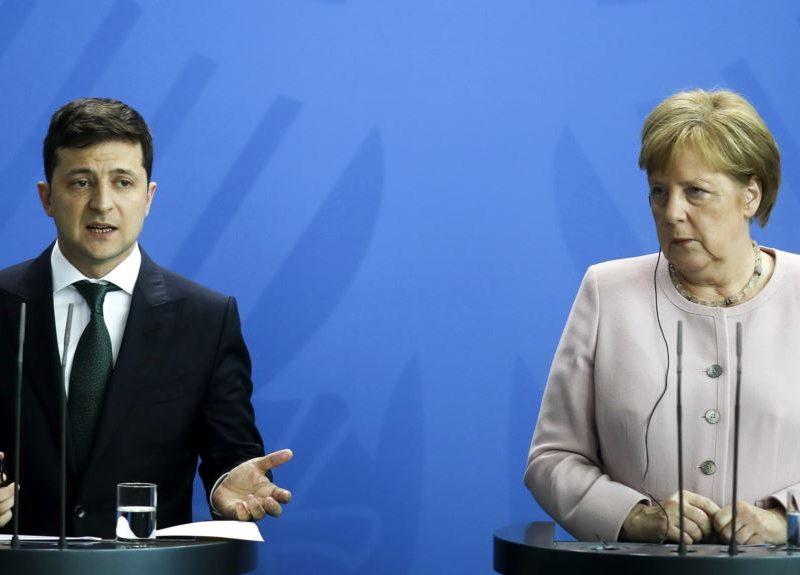 Зеленский по телефону общался с Меркель: что обсуждали