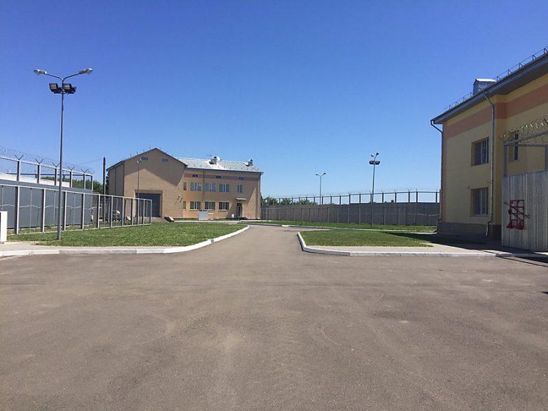Незаконные мигранты, содержащиеся в Николаевском пункте временного пребывания, жаловались представителям омбудсмена на силовиков