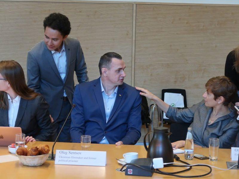 Сенцов поговорил с депутатами Бундестага про пленных и возвращение в кино (ФОТО, ВИДЕО)