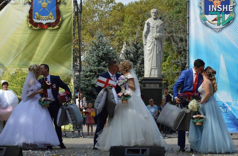 В День города Николаева три пары создали семью, а еще одна отпраздновала «золотую свадьбу» (ФОТО, ВИДЕО)