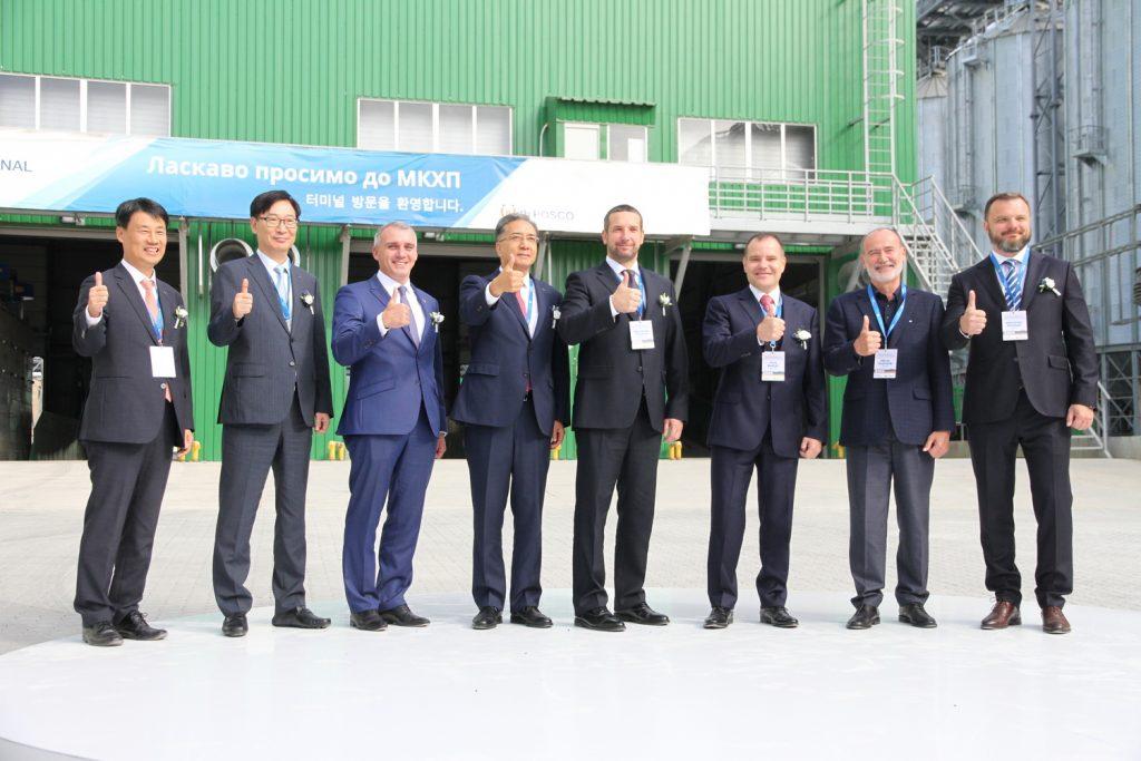 В Николаеве при участии корейской компании Posco International открыли зерновой терминал (ФОТО) 31