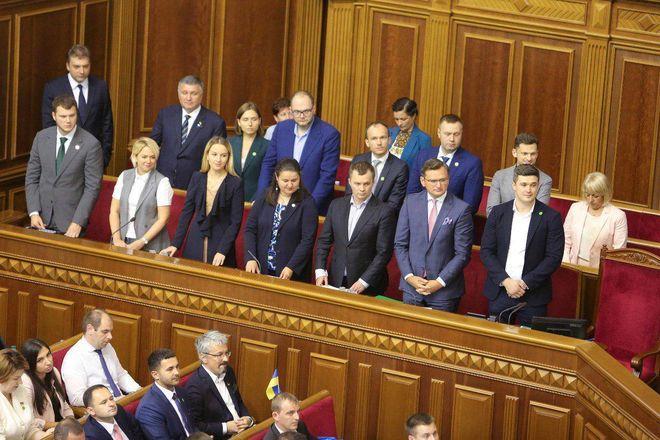 Правительству доверяют 28% украинцев, не доверяют — 64,5%