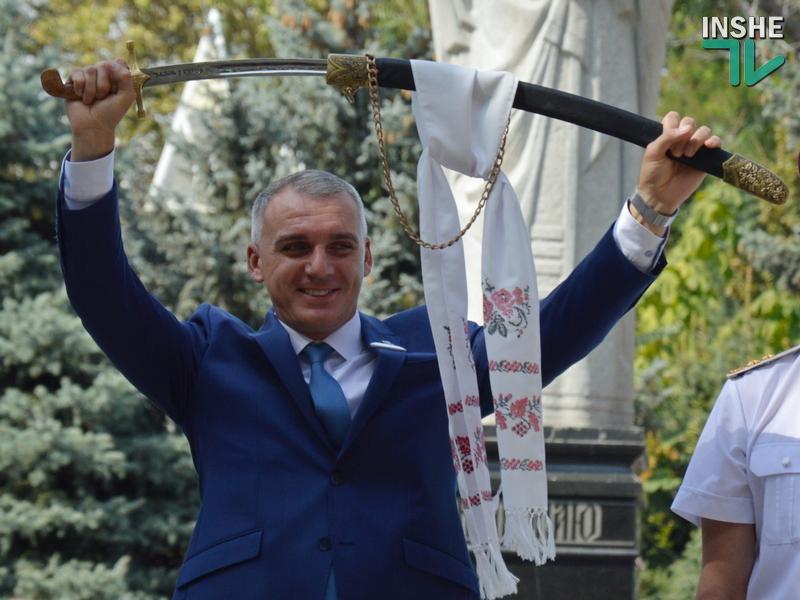 «К работе в горсовете готов»: мэру Николаева подарили саблю (ФОТО, ВИДЕО)