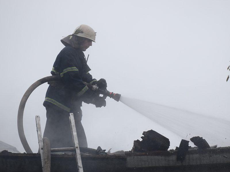 В Николаеве потушили горящую крышу частного дома (ФОТО, ВИДЕО)