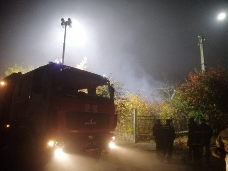В Первомайске за одно утро потушили горевшие жилой дом и вагончик (ФОТО)