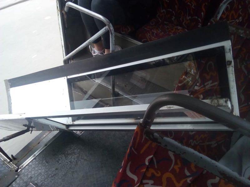В Николаеве в маршрутке на ходу отпала дверь и влетела в салон с пассажирами (ФОТО)