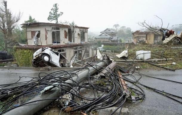 На Японию обрушился сверхмощный тайфун, появились первые жертвы (ВИДЕО)
