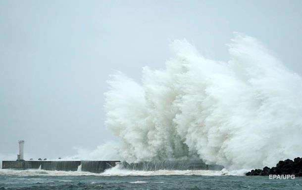 На Японию надвигаются два новых тайфуна