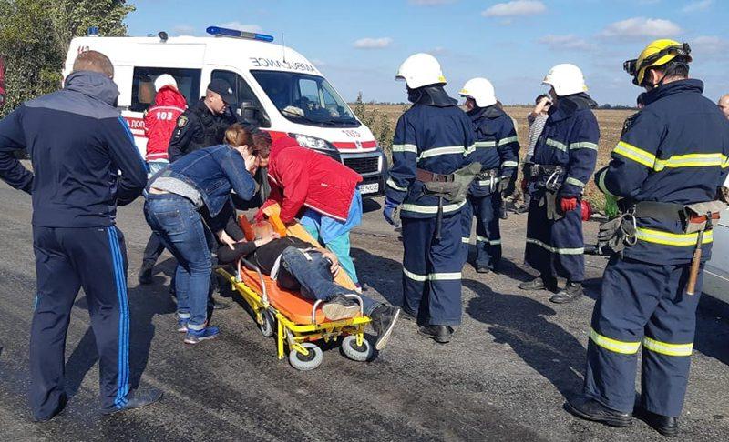 Под Николаевом на трассе произошло ДТП с участием трех автомобилей – один человек пострадал (ФОТО)