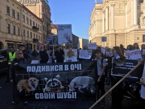 Во Львове состоялся антимеховой марш