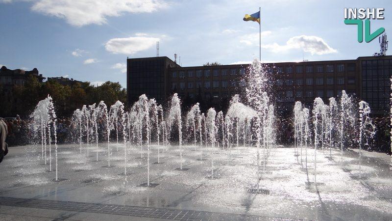 В Николаеве на Соборной площади запустили фонтаны (ФОТО, ВИДЕО)
