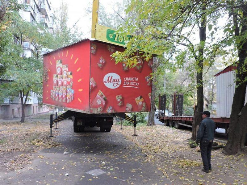 В Николаеве на улице Шоссейной демонтировали 6 незаконных киосков (ФОТО)