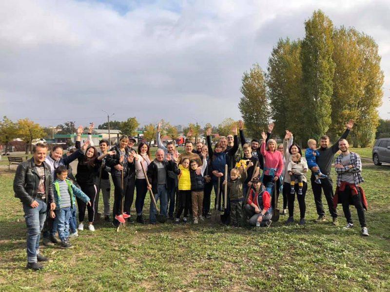 Николаевские волонтеры посадили 30 красных дубов (ФОТО)