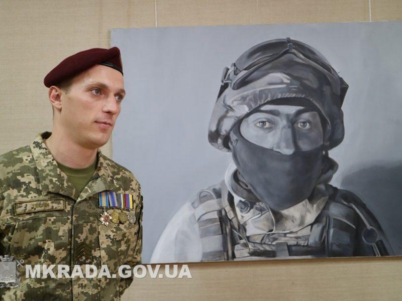 В Николаеве открылась выставка черно-белых картин, посвященных обороне ДАП (ФОТО)
