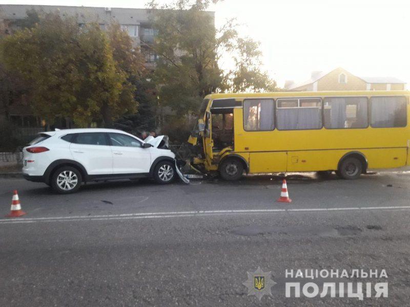 В Вознесенске столкнулись рейсовый автобус и кроссовер – пострадали 8 человек