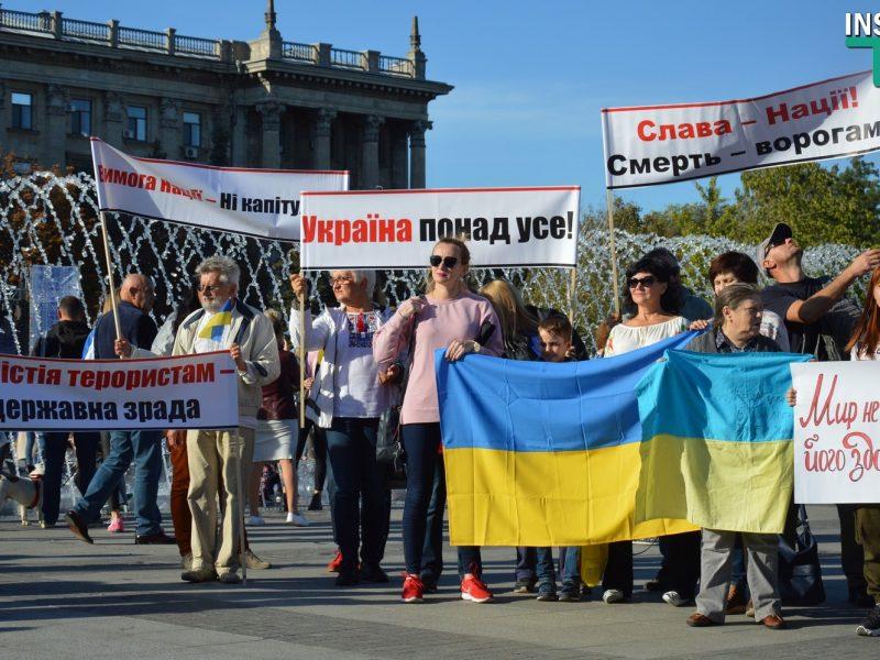 Праздничный протест. Николаевские активисты снова заявили о несогласии с «формулой Штайнмайера» (ФОТО, ВИДЕО)