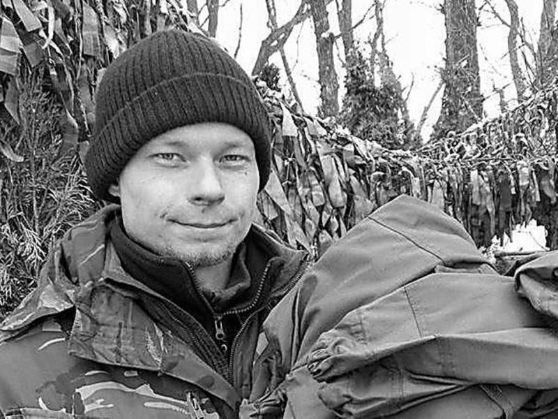В Николаеве открыли мемориальную доску погибшему десантнику Николаю Гуцаленко (ФОТО)