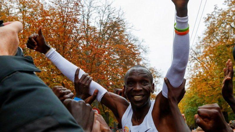 Кениец Кипчоге установил новый мировой рекорд в марафонском беге