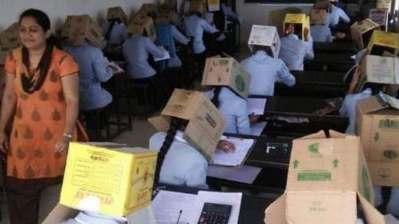 В Индии со списыванием студентов боролись надеванием коробок на голову