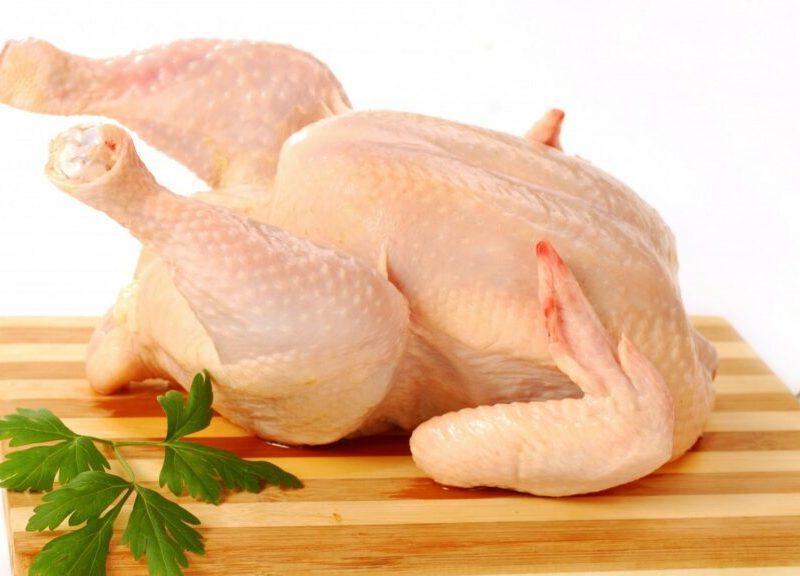 Вспышка птичьего гриппа: украинцам советуют не покупать с рук курятину и яйца