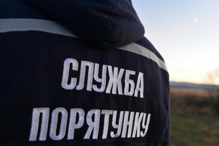На Николаевщине спасатели помогли застрявшему в поле автомобилю