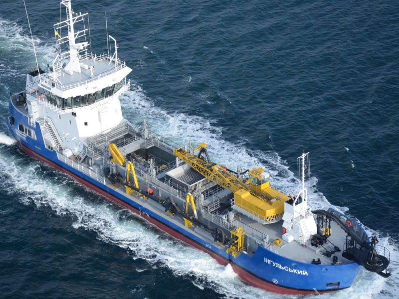 На Николаевском судозаводе «Океан» отремонировали землесос «Ингульский»