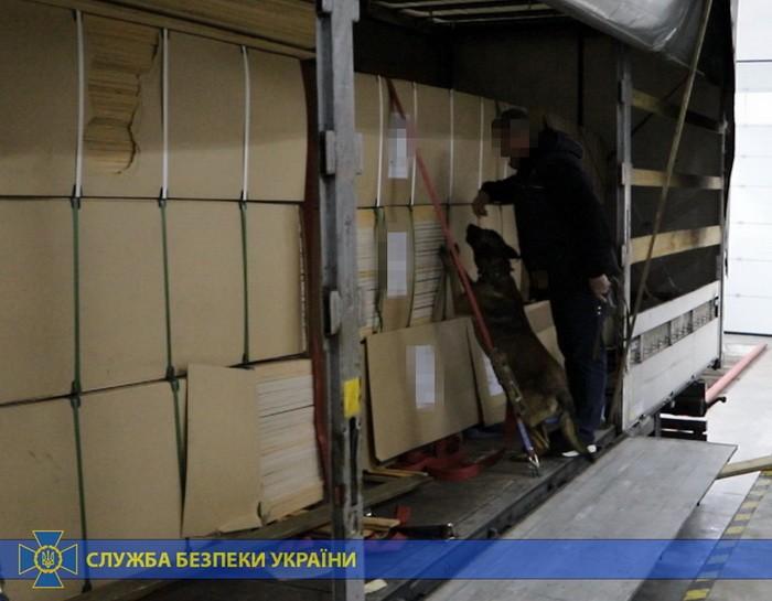 Фанера контрабандистам не помогла: на Закарпатье СБУ «отловила» 374 кг героина (ФОТО)
