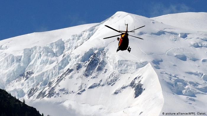 На Монблане под лавиной погибло двое лыжников